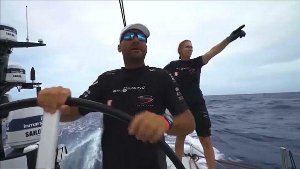 Jovem cai ao mar na Volvo Ocean Race