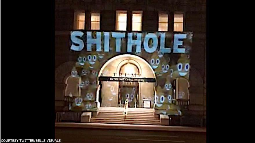 """فنان يعرض """"الأوكار القذرة"""" على فندق ترَمب في واشنطن"""