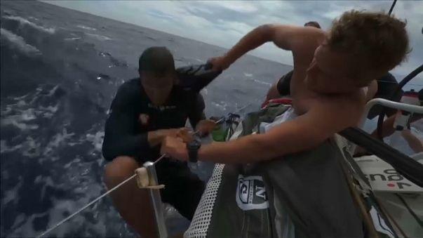 Volvo Ocean Race, paura per uomo in mare: salvo
