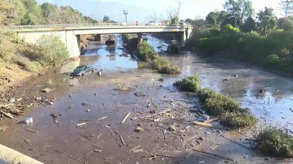 California a 7 giorni dal disastro, altri corpi emergono dal fango