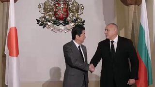 Történelmi látogatáson a japán kormányfő