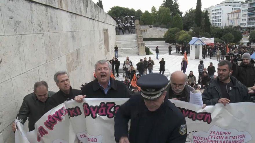 Sciopero dei trasporti pubblici in Grecia contro il nuovo pacchetto di misure di austerity