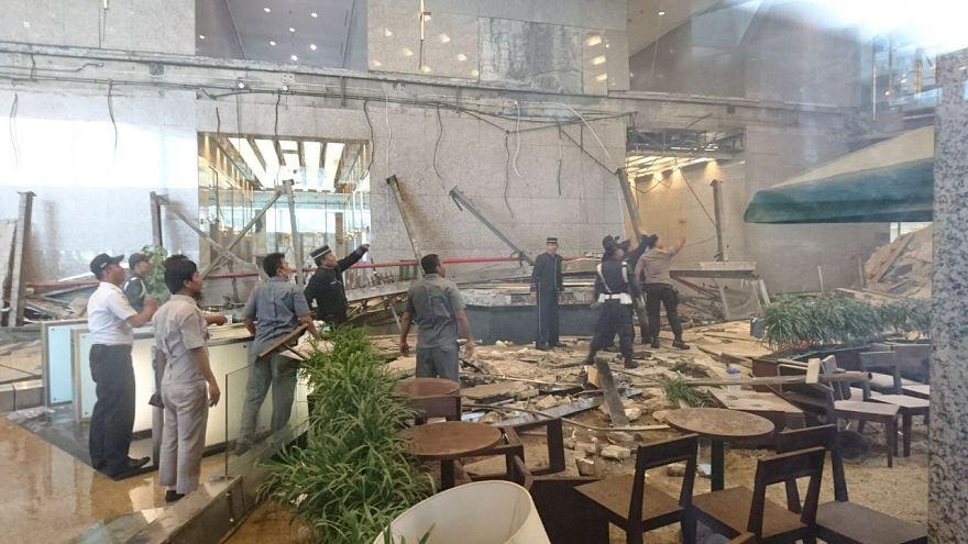 Ινδονησία:  Κατέρρευσε όροφος στο κτίριο του Χρηματιστηρίου