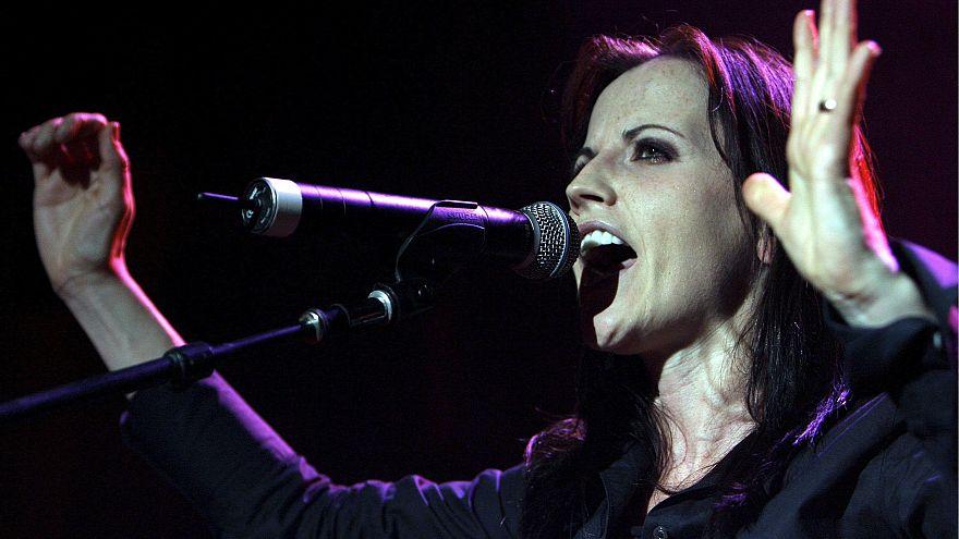 Elhunyt Dolores O'Riordan, a Cranberries zenekar énekesnője