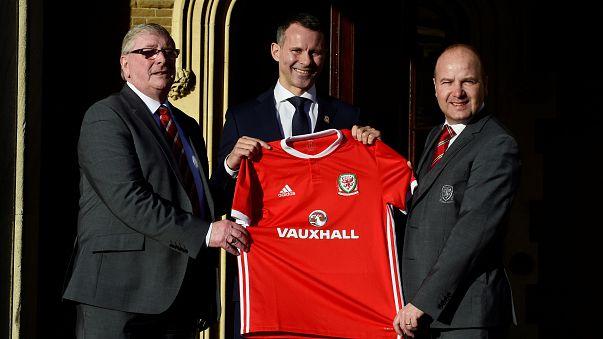 Ryan Giggs está de volta à seleção galesa, mas agora para ficar no banco