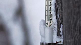 En Siberia, la temperatura baja a -65°C y congela hasta los termómetros
