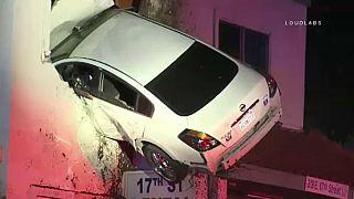 Hollywood filmlerini aratmayan araba kazası