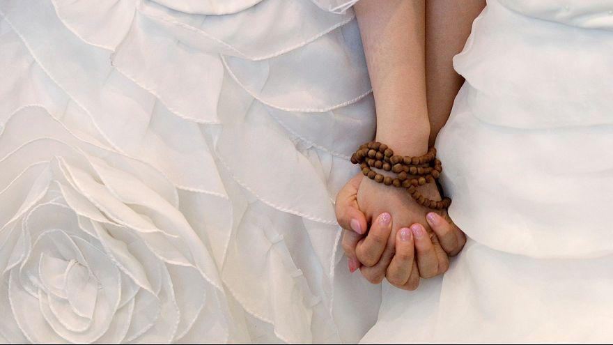 A német püspök szerint áldás, hogy egynemű párok is házasodhatnak