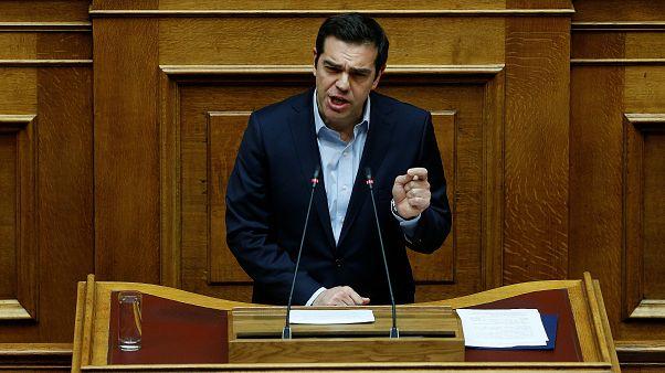 Parlamento de Atenas aprova mais um pacote de reformas