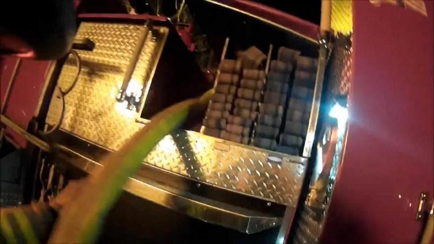 پرتاب کودک از طبقه سوم  برای نجات از شعله های آتش