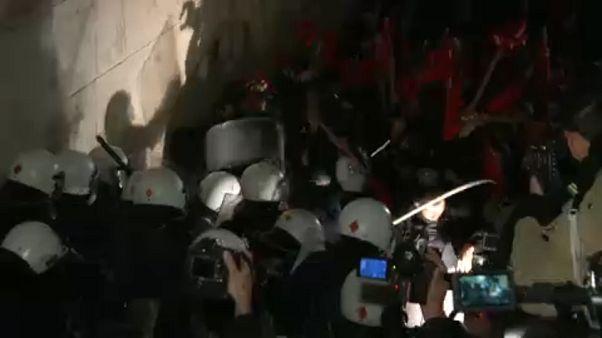 Kőzápor és könnygáz Athén belvárosában