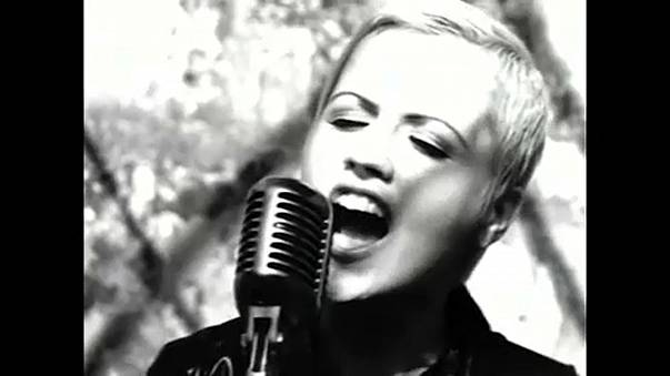 """Morreu Dolores O'Riordan, a vocalista dos """"The Cranberries"""""""