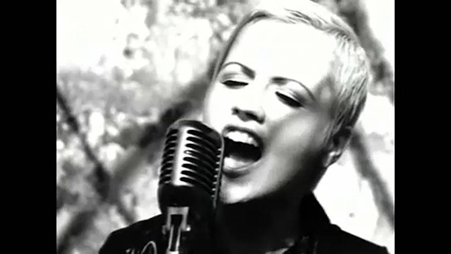 "Morreu Dolores O'Riordan, a vocalista dos ""The Cranberries"""