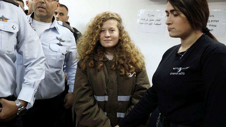 Ahed Tamimi vor Gericht im israelischen Militärgefängnis Ofer