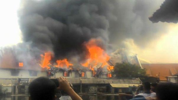 النيران تلتهم متحفا للتراث البحري في أندونيسيا