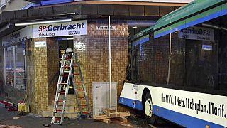 Germania: scuolabus contro un edificio, 48 feriti