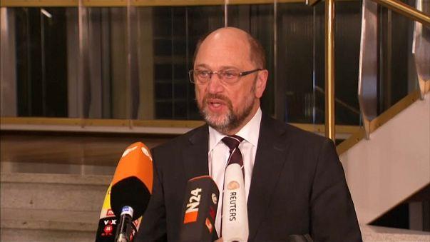 Schulz defiende ante el SPD gobernar con Merkel
