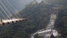 Diez muertos al desplomarse un viaducto en Colombia