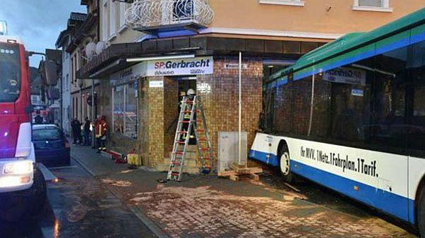 Δεκάδες τραυματίες σε ατύχημα με σχολικό λεωφορείο