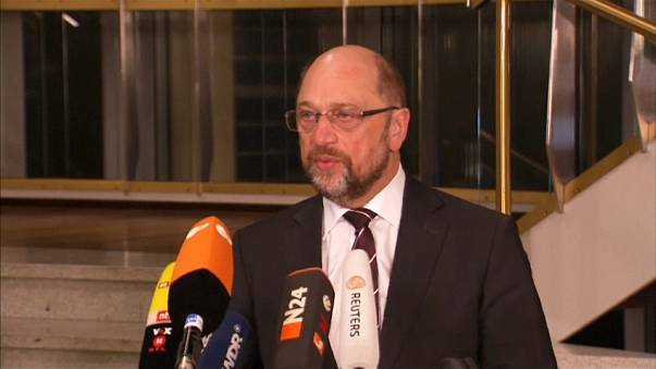 Germania: Schultz tra gli iscritti SPD per difendere l'accordo di governo con Merkel