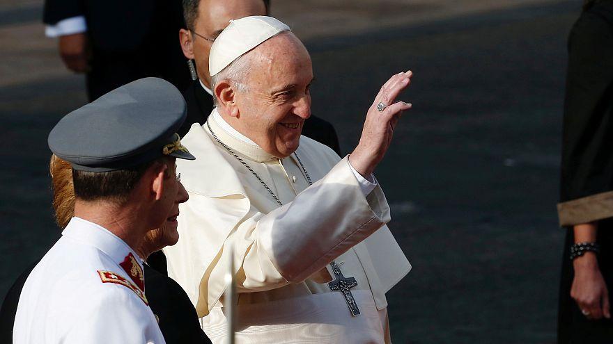 El papa pide perdón por los abusos a menores por parte del clero chileno