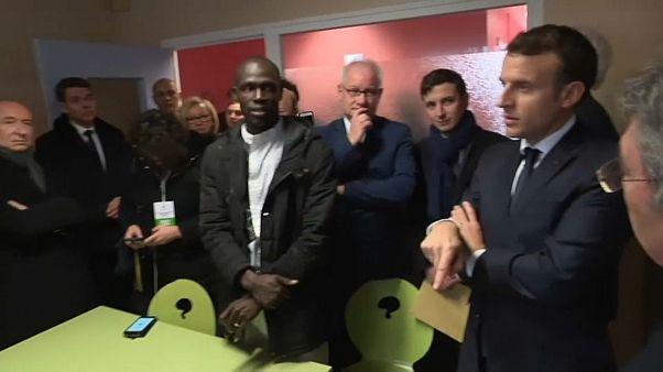 Президент Макрон посвятит день мигрантам