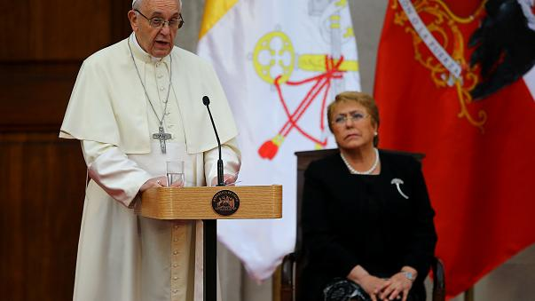 """Le pape exprime sa """"honte"""" pour des cas de pédophilie dans le clergé chilien"""