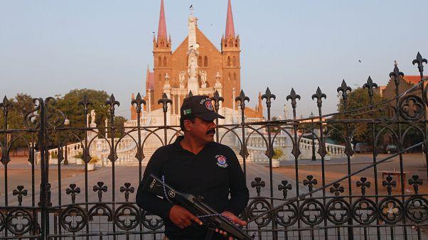 Πακιστανοί ιερωμένοι εξέδωσαν φάτουα κατά των επιθέσεων αυτοκτονίας
