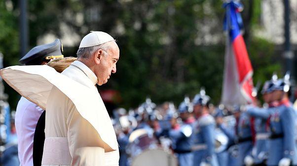 """Papa assume """"dor e vergonha"""" pelos crimes de pedofilia na Igreja"""