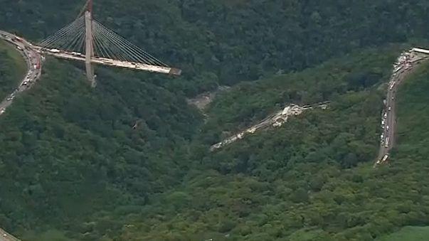 Kolumbia: összeomlott egy épülő híd