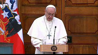 Il papa Francesco durante il suo discorso a Santiago del Cile