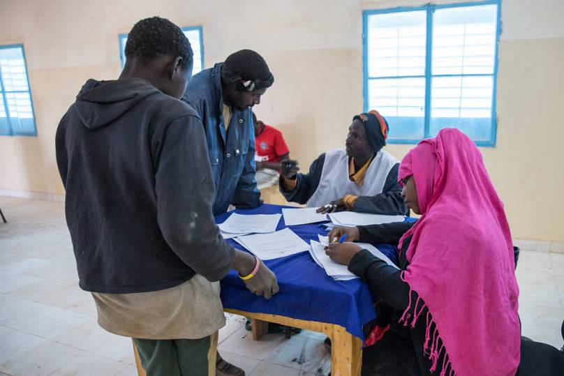 تسجيل المهاجرين في مركز أغاديز في النيجر.
