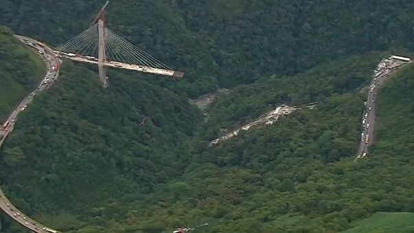Kolombiya'da köprü çöktü