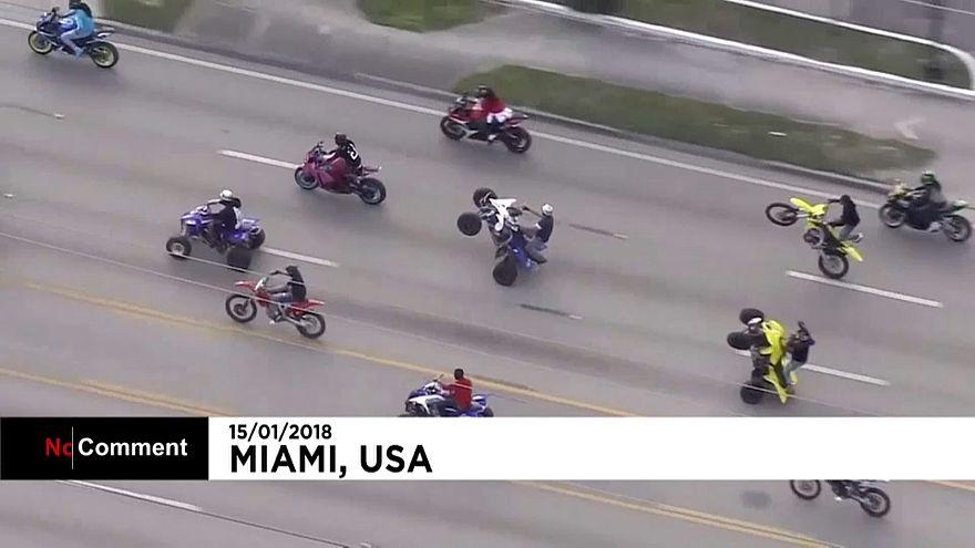 """""""Rodas para cima, armas para baixo"""" nas ruas de Miami"""