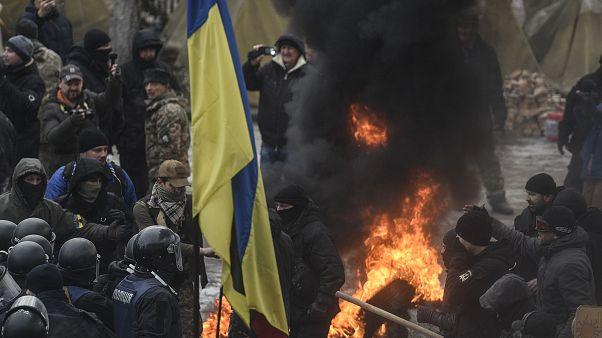 В Киеве снова жгут флаг России