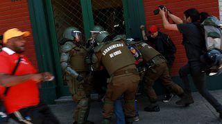 Visita do papa ao Chile acaba em violência