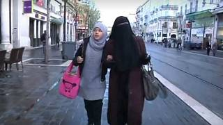 مدرسة بريطانية تحظر على الفتيات الصغار ارتداء الحجاب وصوم رمضان