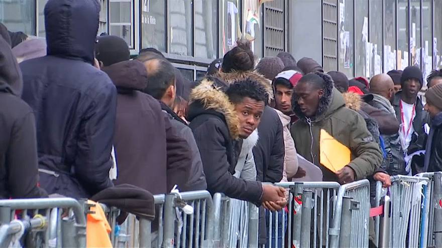 """Берлин объявил о """"преодолении"""" миграционного кризиса"""