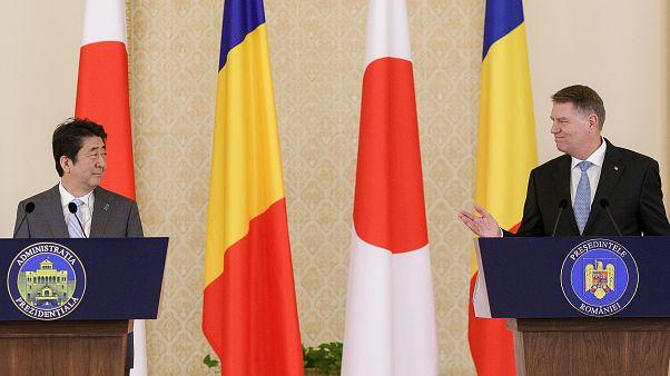 Ρουμανία: Η πρόταση - έκπληξη των Σοσιαλδημοκρατών και η αναμονή του Ιάπωνα πρωθυπουργού