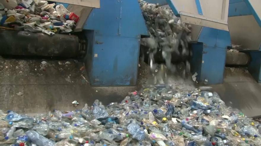 Bruselas declara la guerra a la contaminación por plástico