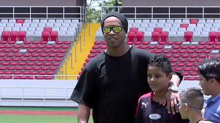 Brasiliens Altstar Ronaldinho beendet Fußball-Karriere