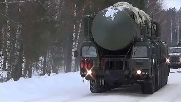 Interkontinentális ballisztikus rakéta egy oroszországi hadgyakorlaton
