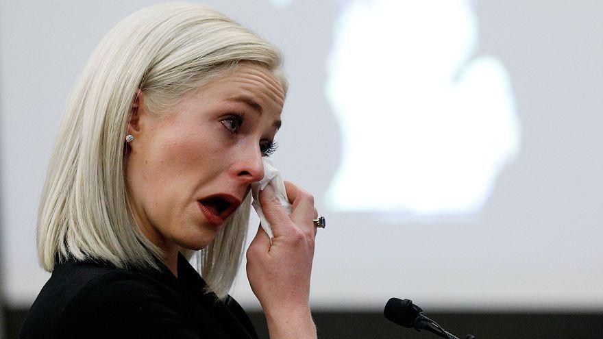 Olivia Cowan wischt die Tränen weg, die Turnerin sagte gegen Nassar aus.