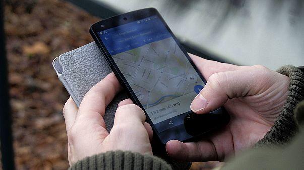 """تطبيق خرائط """"غوغل"""" ينقذ حياة بلجيكية اختطفت وتعرضت للاغتصاب لثلاثة أيام"""