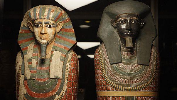 """المومياءين """"الأخوين"""" في متحف مانشستر ببريطانيا"""