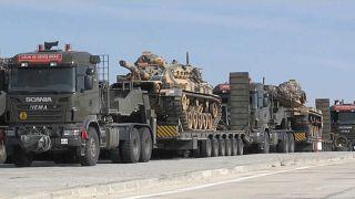 Suriye sınırına askeri yığınak sürüyor
