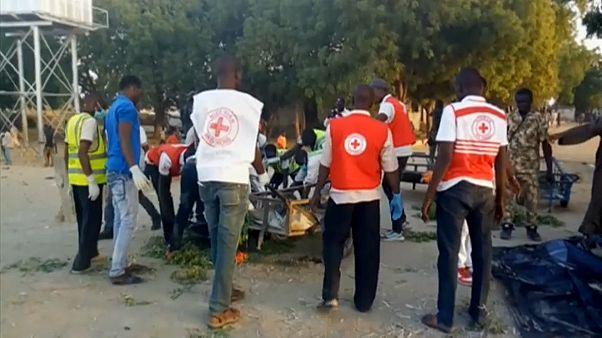 Rettungskräfte am Ort des Selbstmordanschlags im nigerianischen Maiduguri