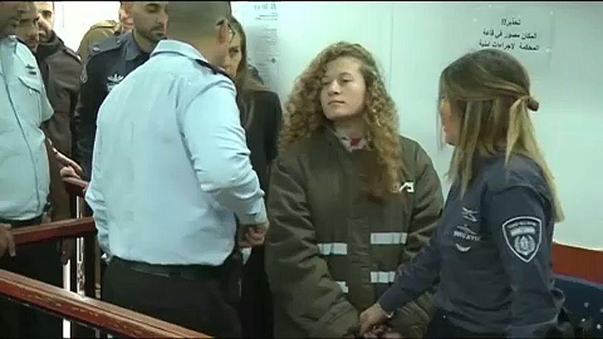 Őrizetben marad a palesztin lány