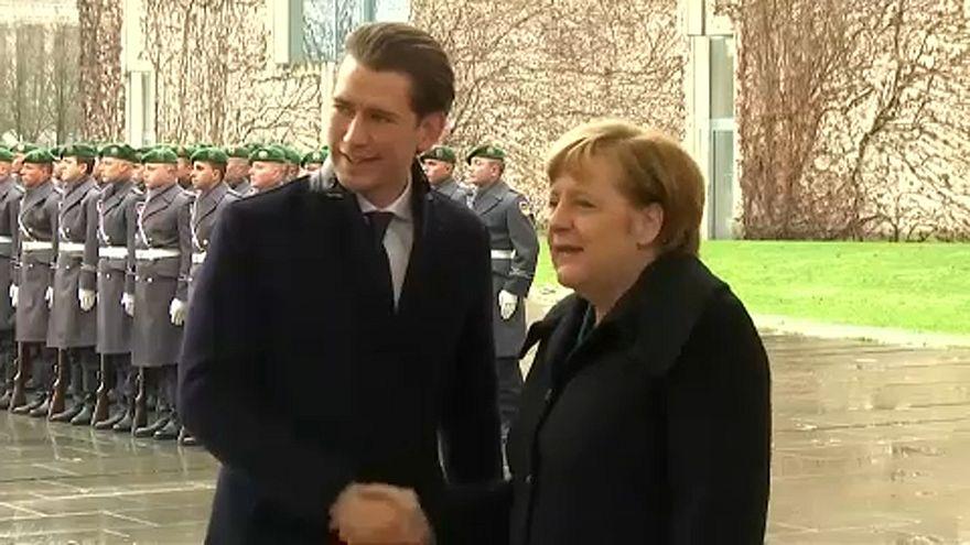 A menekültválságról egyeztetett a német és az új osztrák kancellár