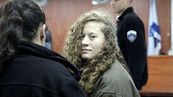 Ícone palestiniana Ahed Tamimi aguarda julgamento em detenção